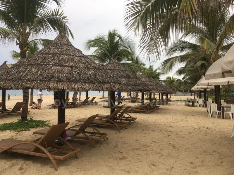 ベトナム・ダナン・ミーケビーチのパラソル