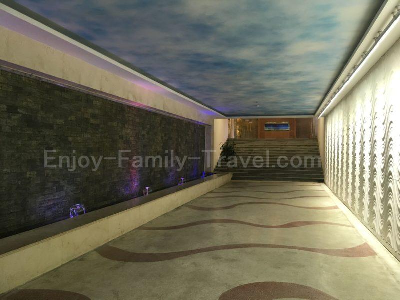 ベトナム・ダナン・TMSホテルからビーチに行くための地下道