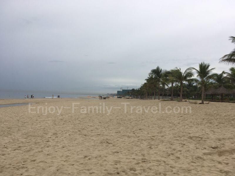 ベトナム・ダナン・TMSホテル前のミーケービーチ