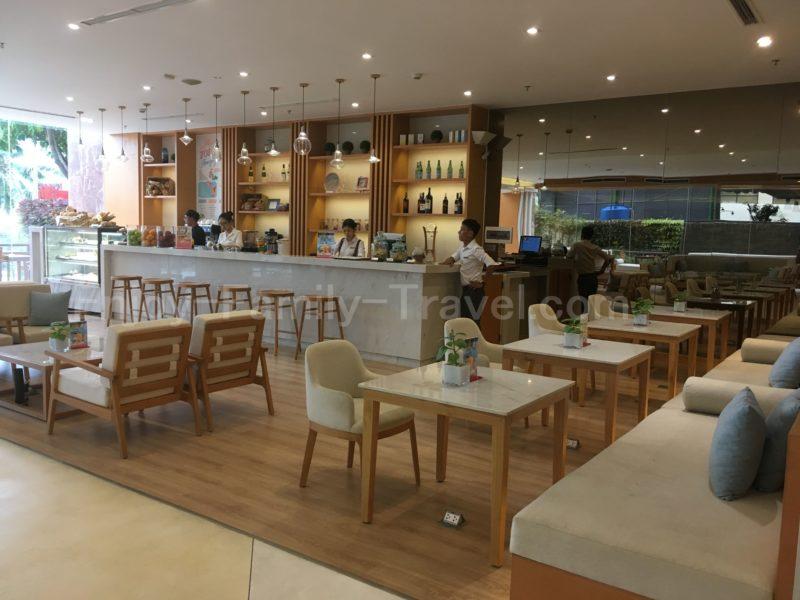 ベトナム・ダナン・TMSホテル1F入ってすぐのところにあるカフェ