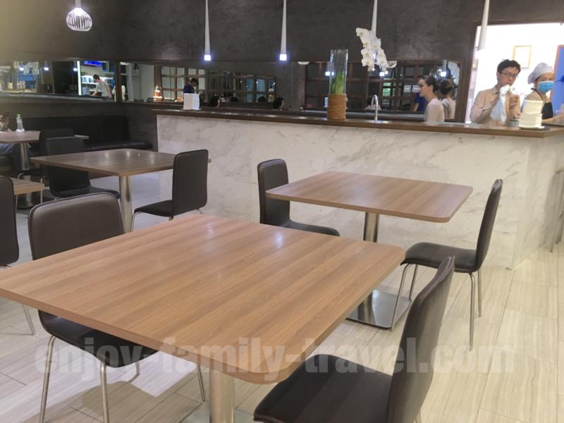 ベトナム・ダナンエアポートラウンジCIP ORCHID LOUNGEのテーブル席