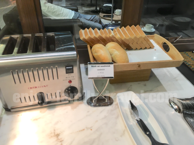 ベトナム・ダナンエアポートラウンジCIP ORCHID LOUNGEのパン類